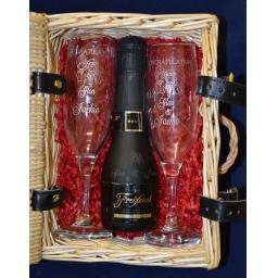Small Hamper Engraved Glasses And Wine