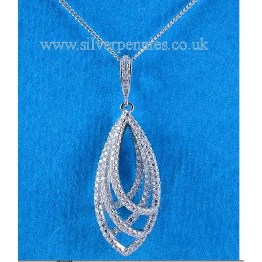 Tripple Link Pendant Necklace